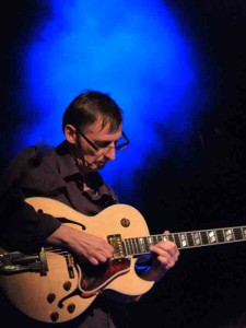 Les musiciens :Bernard Sergeant à la guitare bernard-compresse-225x300